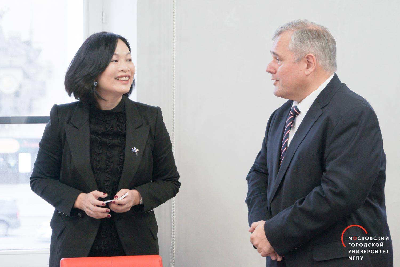 来自台北代表团访问莫斯科市立大学