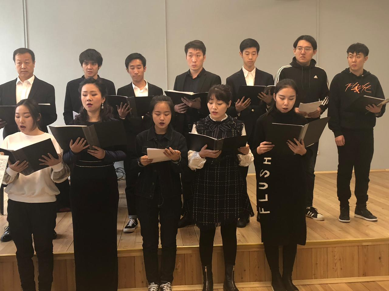 Students' concert for the delegation from University of Taipei