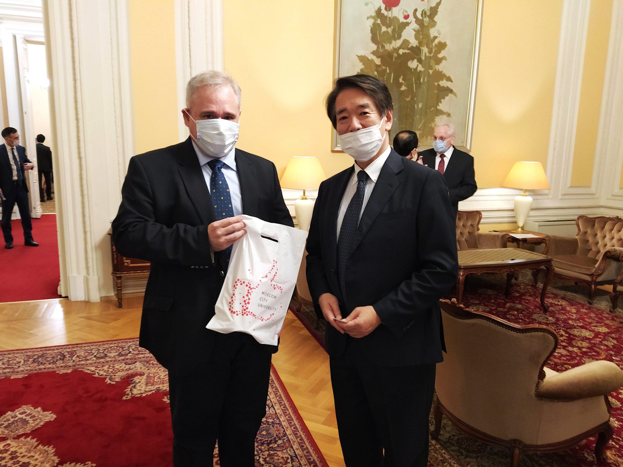日本大使官邸的餐会